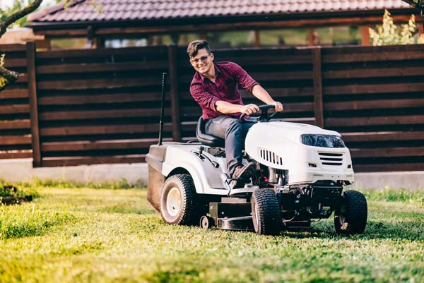 Features To Consider While Buying An Electric Riding Lawn Mower