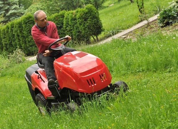 How to choose the best riding lawn mower for hills